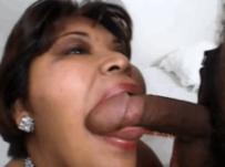 Огромная баба получила хуй в толстый зад