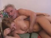 Дед заплатил внучке денег за секс