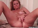 Грудастая мама футбоиста нуждается в мастурбации
