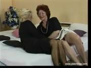 60-ти летние лесбиянки в деловых костюмах, чулках и каблуках