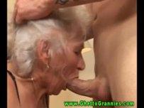 Старуха за 70 делает минет